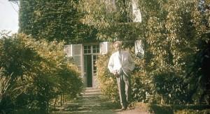 JEAN COCTEAU A MILLY-LA-FORET EN 1963